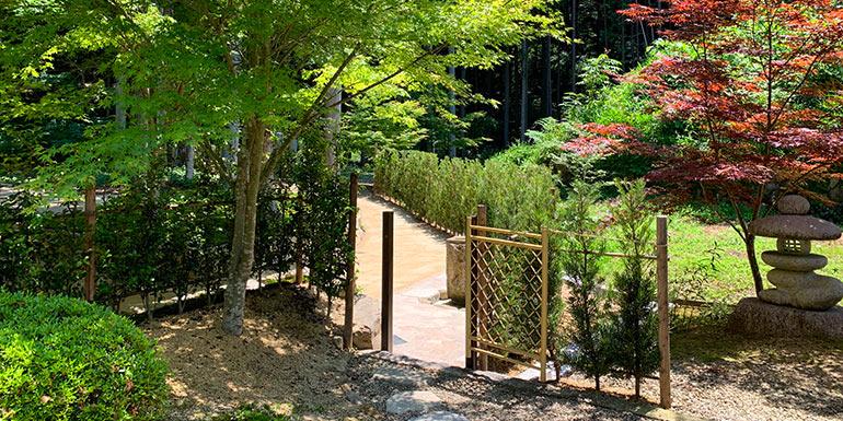 櫟野寺樹木葬墓苑の入口